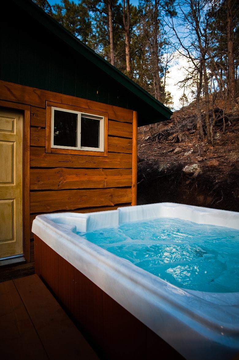 outdoor-hot-tub-cabin-min